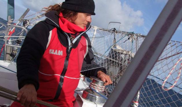 A velejadora Izabel Pimentel em plena atividade - Foto: Arquivo pessoal.
