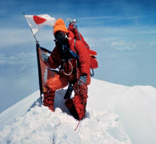 Junko Tabei, a primeira mulher no topo do Monte Everest.