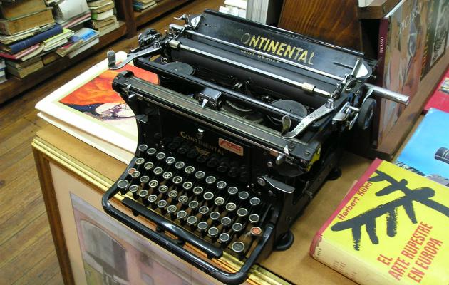 Máquina de escrever - MorgueFiles/Alvimann.