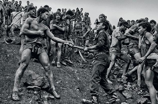 Serra Pelada - Foto: Reprodução/Sebastião Salgado.