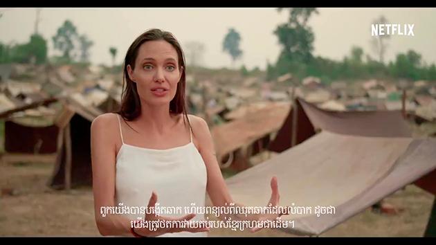Conversa com Angelina acontece no cenário do filme First they killed my father - Foto: Reprodução.
